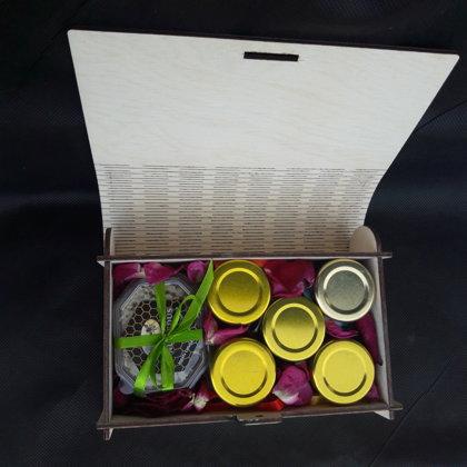 A wooden box 22 EUR