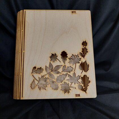 Koka kārba ar lapām 10EUR